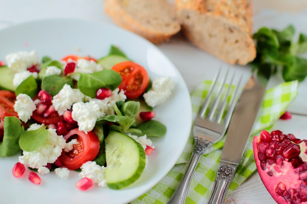 Salad with vegetable and cottage cheese