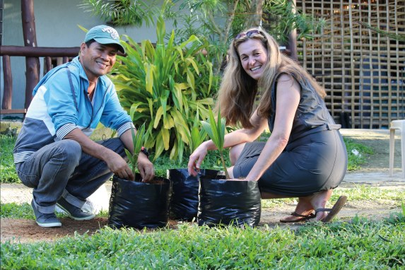 IMG_5574_Coconut-Farmer-and-Christine_Seedling-Project_rgb